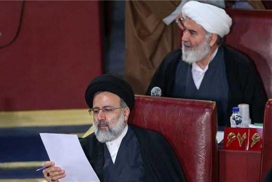 حجت الاسلام رئیسی گوی سبقت را از آملی لاریجانی و فاضل گلپایگانی رُبود و نایب رئیس اول مجلس خبرگان شد .