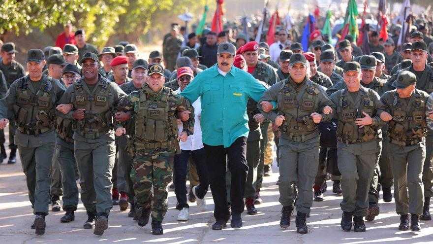 """"""" نیکلاس مادورو """" : ارتش حامی ملت ونزوئلاست ، هیچکس نمی تواند صلح را در کشور ما بهم بزند ."""