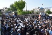 مراسم تشییع و تدفین امام جمعه شهید شهرستان کازرون با حضور انبوه مردم و مسئولان