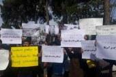 تجمع دانشجویان در فرودگاه مهر آباد همزمان با ورود « آبه »