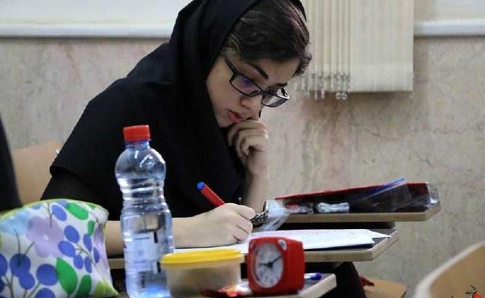 با رقابت ۱۶۰ هزار داوطلب آزمونهای کاردانی برگزار شد .