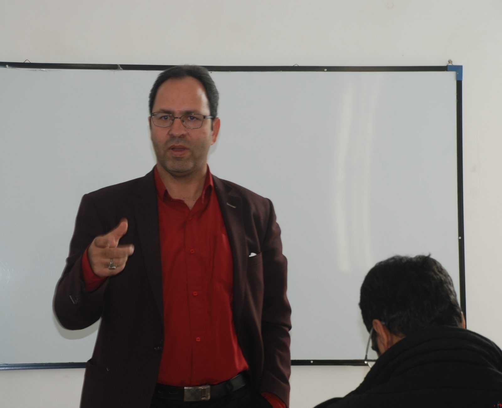 """یادداشت دکتر """" محمّد بیدگلی """" استاد دانشگاه و کارشناس مسائل ایران در خصوص « شوخ طبعی قومیتی در ایران زمین »"""