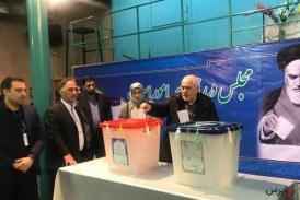 ظریف رای خود را به صندوق انداخت
