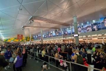 هرج و مرج در فرودگاههای آمریکا با اوجگیری کرونا و تصمیم ترامپ