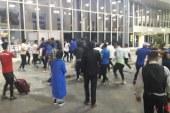 درگیری فیزیکی شدید بازیکنان استقلال با لیدرها در فرودگاه